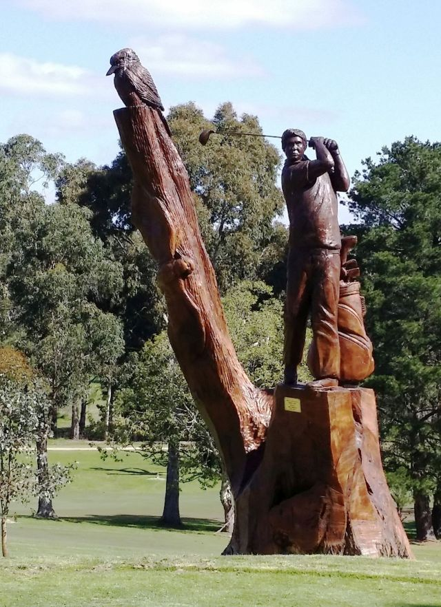 Eastwood Carved Golfer - [640 x 822]